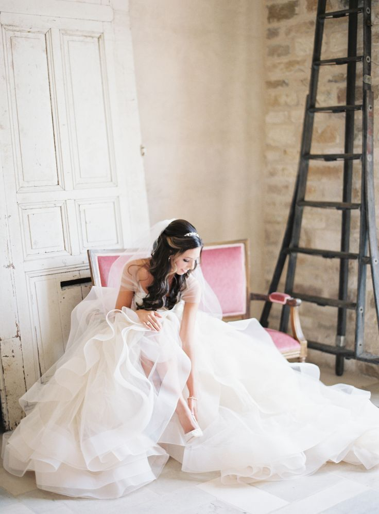 menyasszony rózsaszínű fotelban
