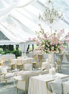 esküvői sátor virággal