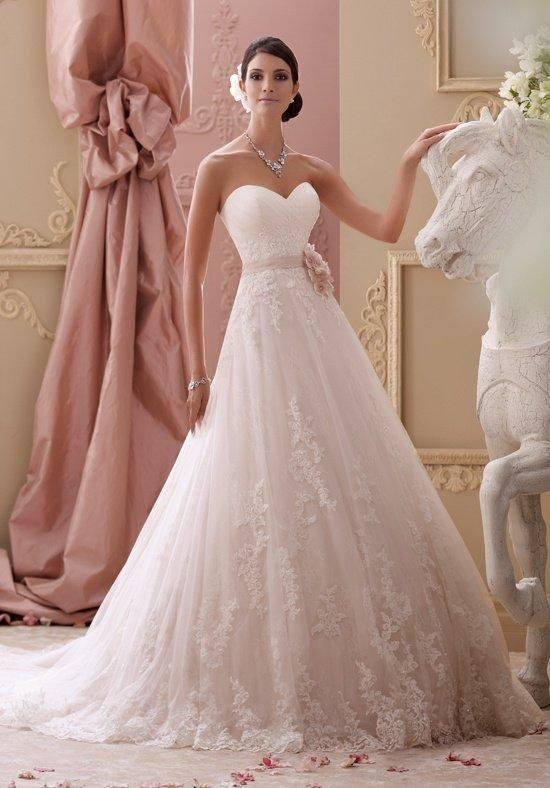 gyönyörű romantikus menyasszonyi ruha